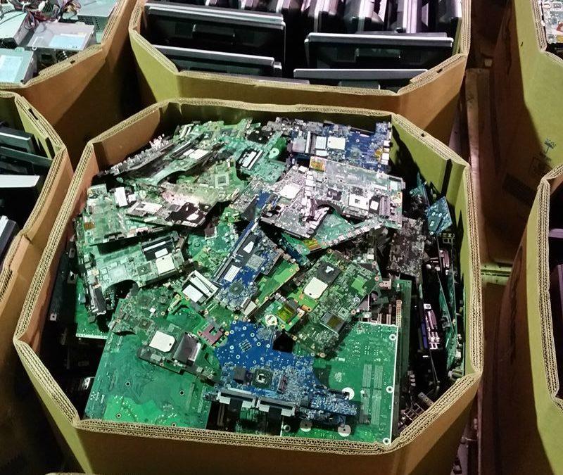 Explorer le recyclage électronique